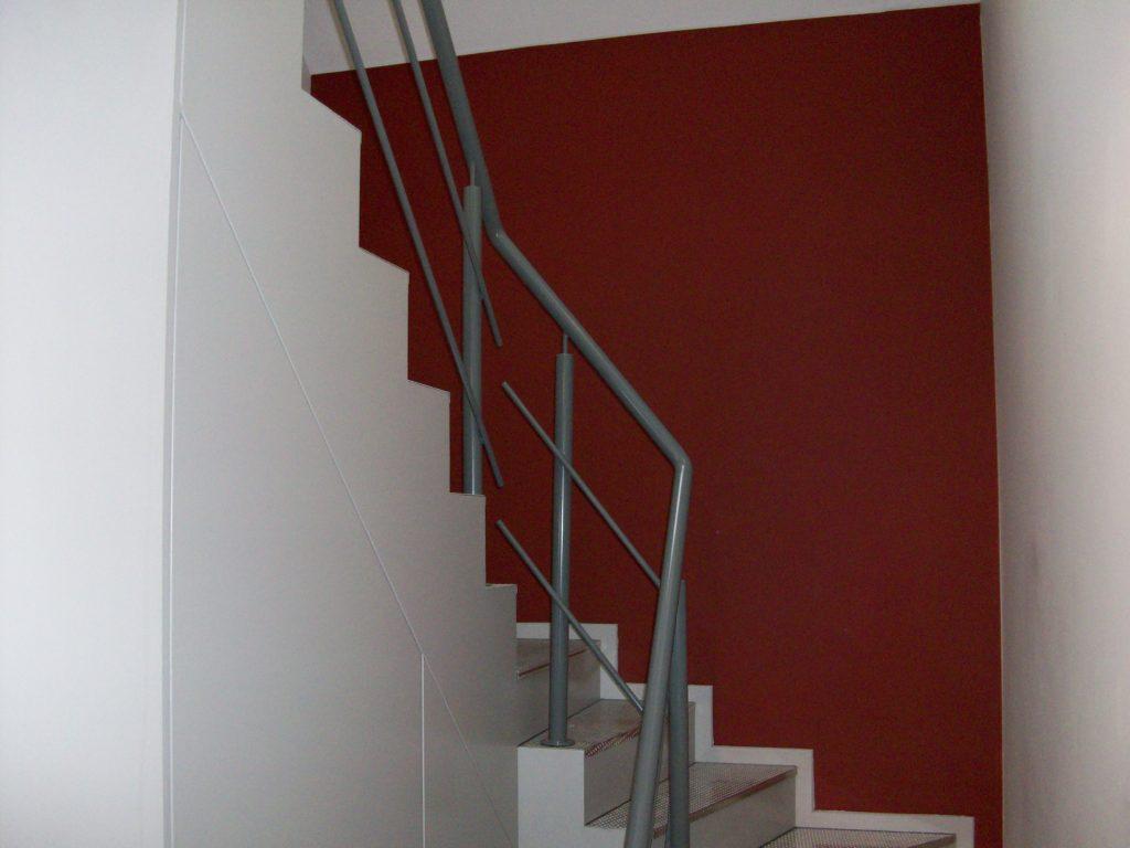 Binnentrap met verdreven treden inox metaal interieur - Binnen trap ...