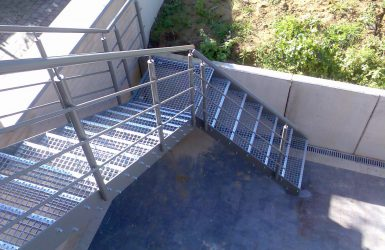 Buitentrappen in metaal inox en aluminium inox metaal interieur - Moderne buitentrap ...
