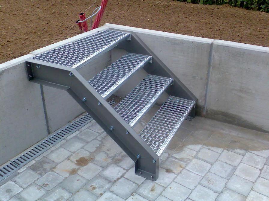 Rechte steektrap of rechte buitentrap inox metaal interieur - Model interieur trap ...